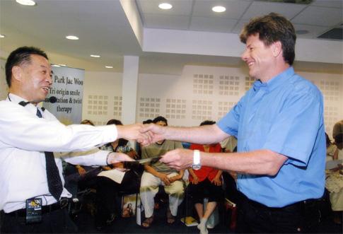 סו ג'וק - השתתפות בסמינר עם פרופ' פארק ג'יי וו