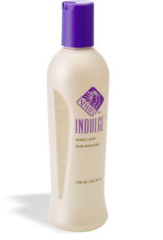 אינדלג' גדול - קצף אמבט מבוסס על ארומתרפיה. הניחוח הטבעי של קצף אמבט אינדלג' מקורו בגרניום סיני ותערובת מיוחדת של תמציות צמחים. מסייע לעור ולגוף להירגע בזמן שאתם שוהים באמבטיה, להרפיה ולהפחתת לחץ.