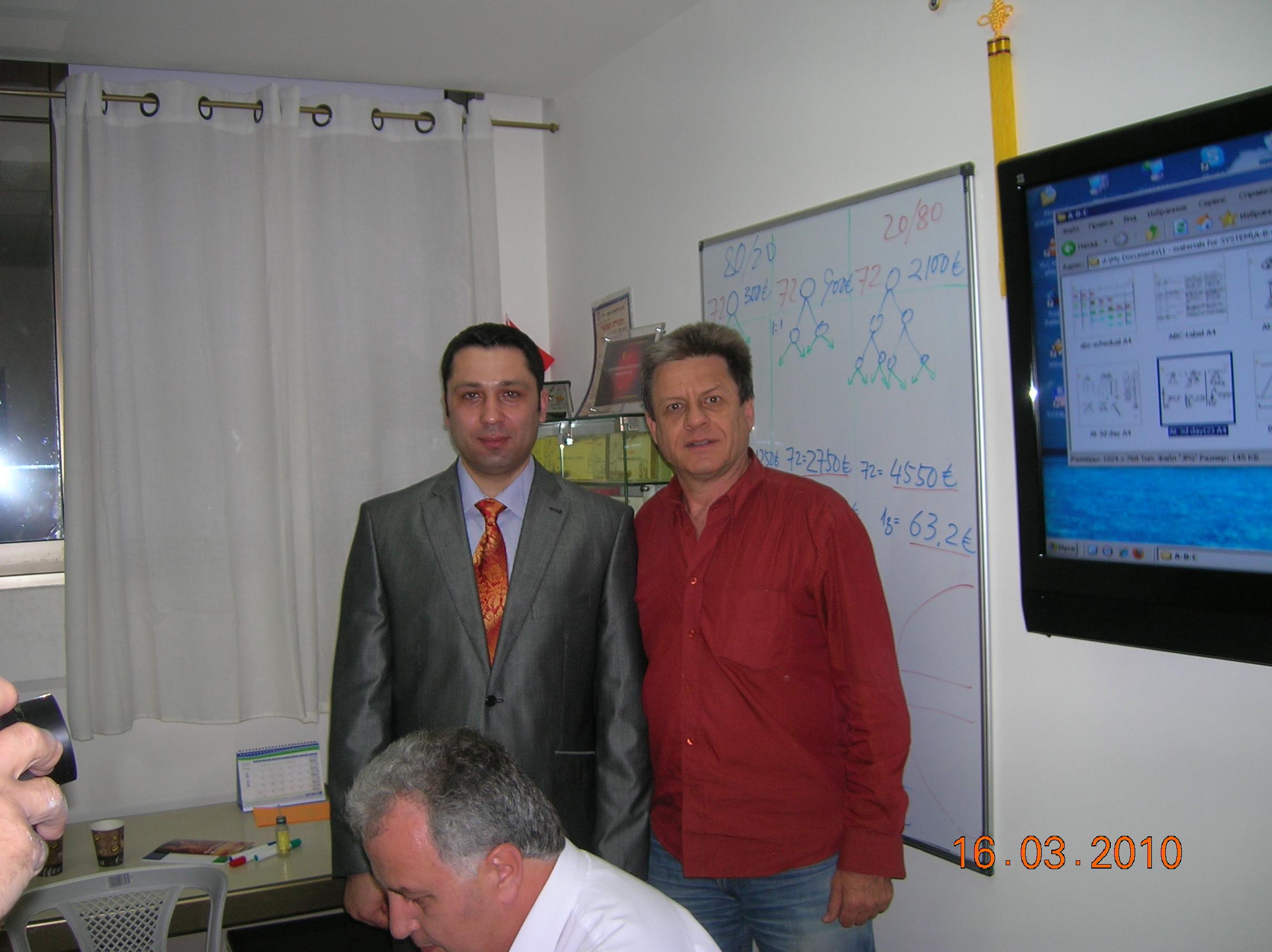 בתמונה יוסי זילברפרב עם יורי סודייב סגן נשיא FITA העולמי כשהגיע להעביר סמינר הצלחה לספונסור