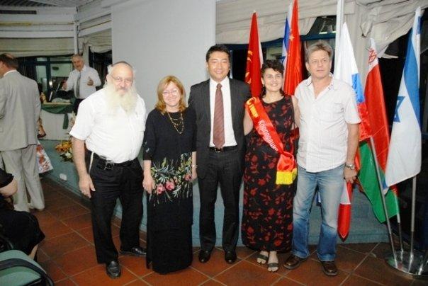 צילום קבוצתי שנערך בכנס החברה בשנת 2009 עם סגן נשיא החברה מר חוג'י דוג'י